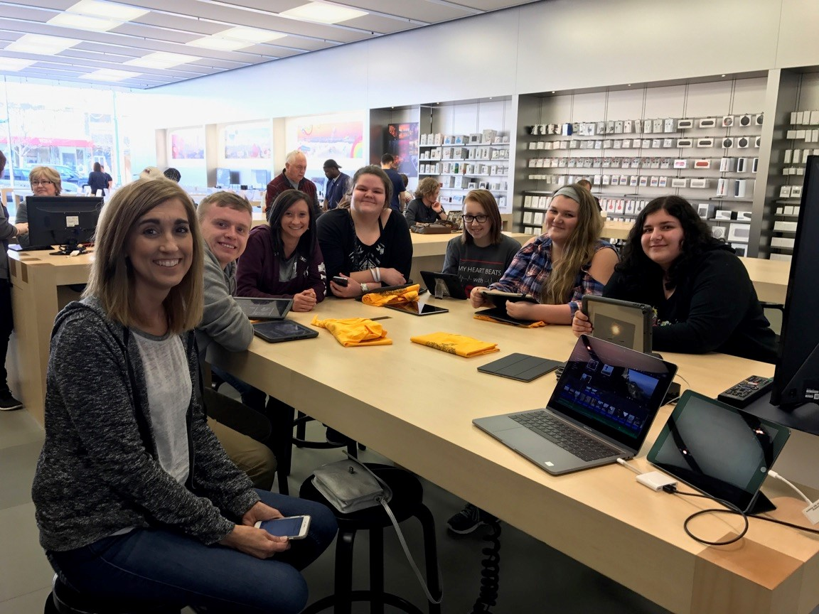 Technology Class: Trip to Apple Store